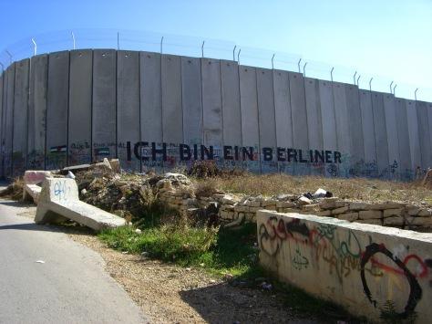 bethlehem_wall_graffiti_-_ich_bin_ein_berliner